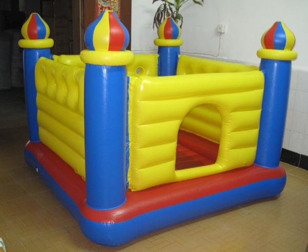 48259 Детский надувной батут Замок, 175х175х135 см, от 3 до 6 лет